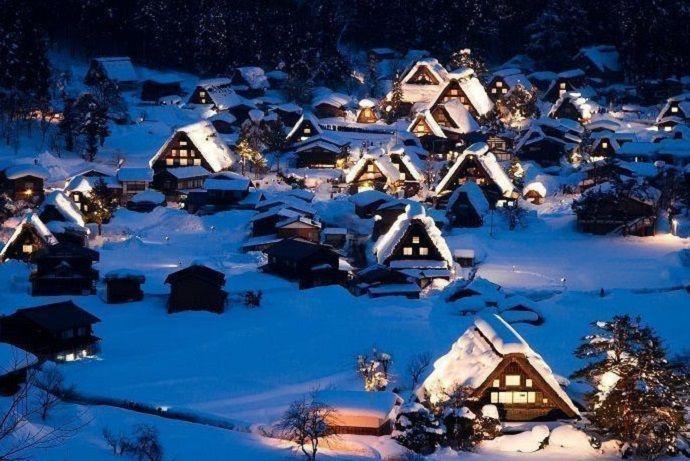 Iluminación de los tejados de las casas de Shirakawa-go