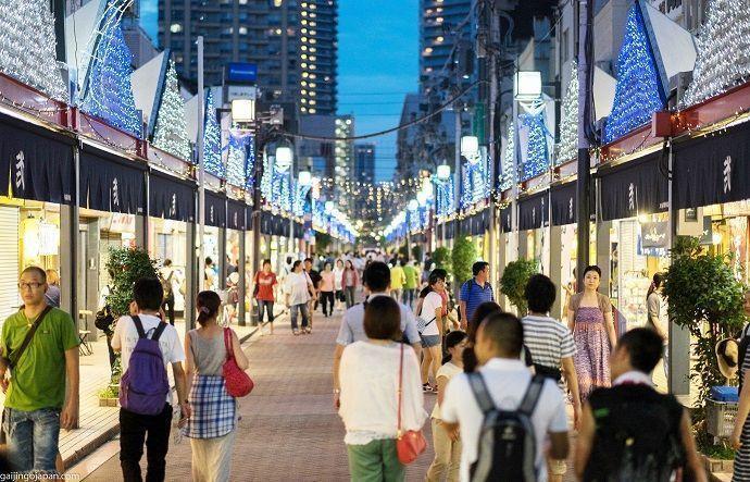 Comer en la calle del Monja Tsukishima Tokio