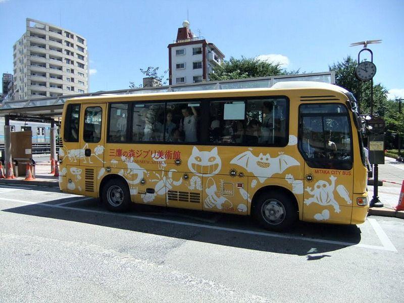Bus del museo Ghibli