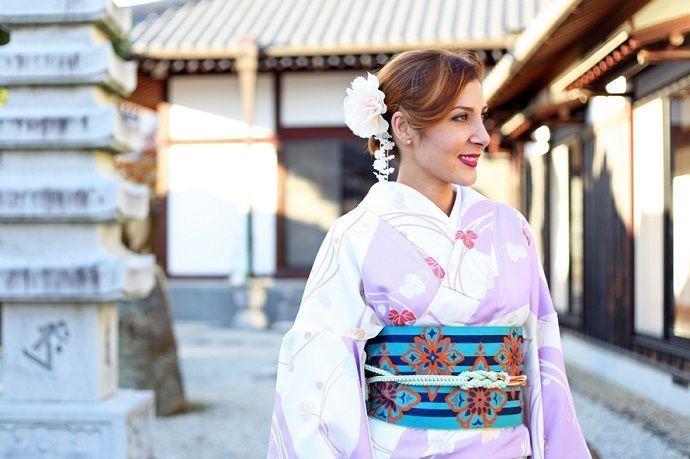 Mujer con Kimono en Kioto. Turismo.