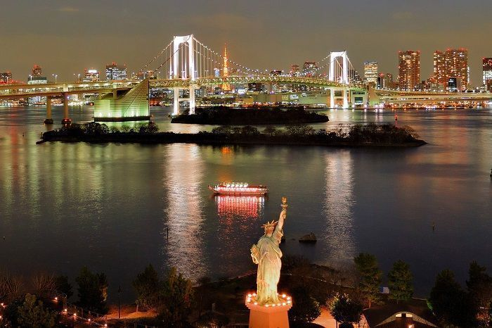 Reservar un crucero en Tokio con cena