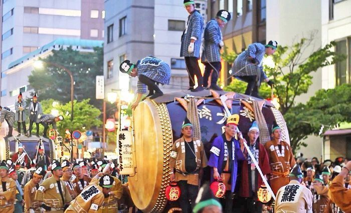 Fiesta Kurayami Matsuri o fiesta de la oscuridad