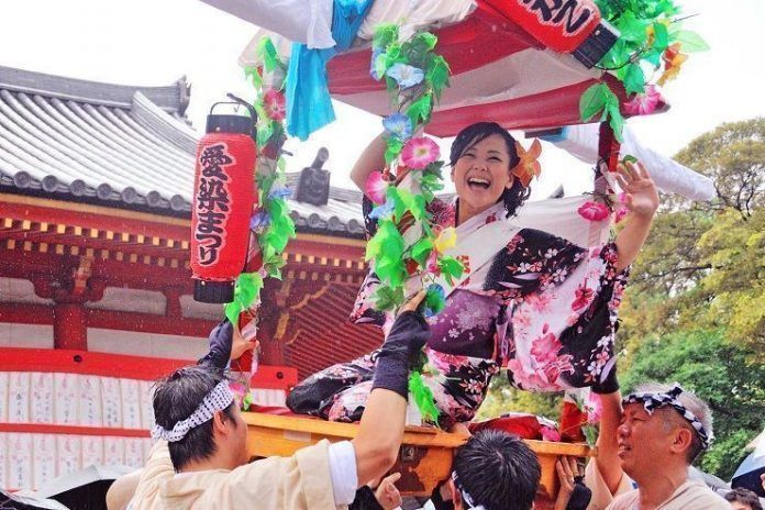 Aizen matsuri. Festival de Osaka.