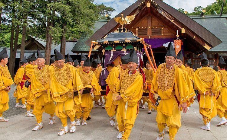 Hokkaido Jingu Shrine festival. Japón en agosto
