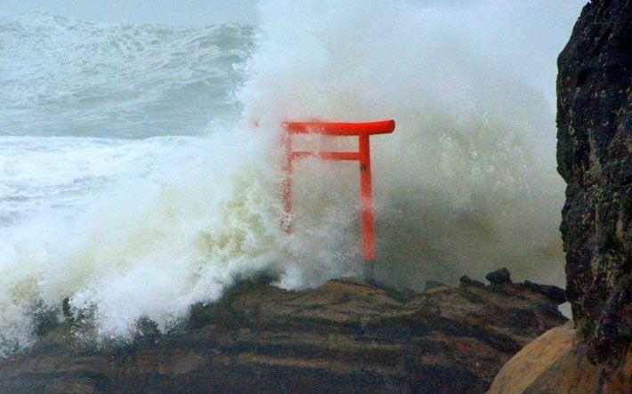 Torii azotado por tifón