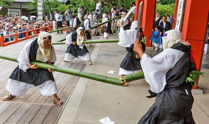 Takekiri Eshiki. Ritual del corte de bambú.
