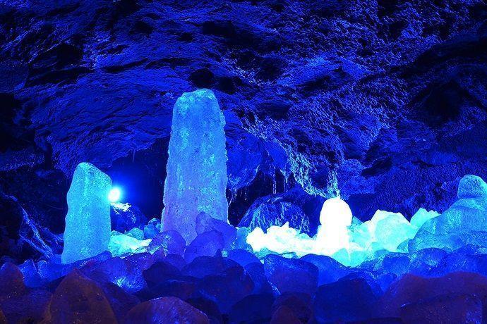 Visitar las cuevas de Aokigahara