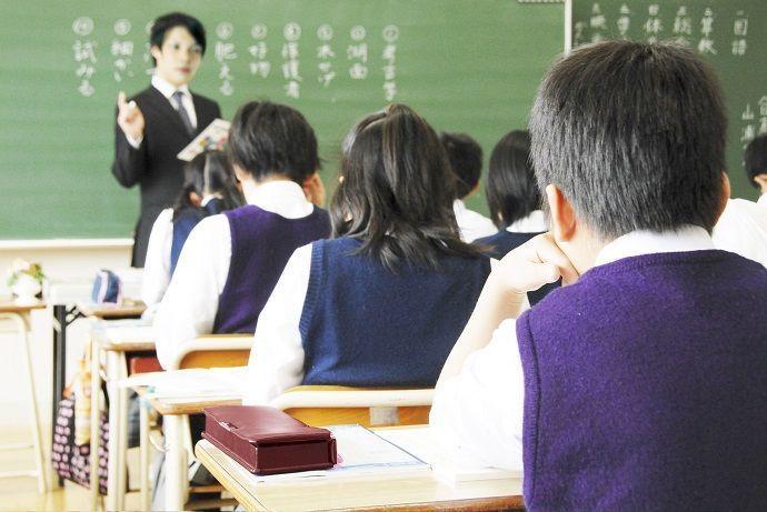 Caligrafía japonesa en las escuelas