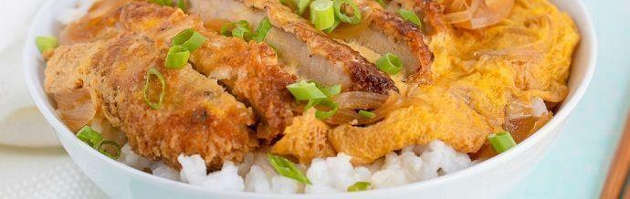 katsudon tradicional. Gastronomía japonesa tradicional.
