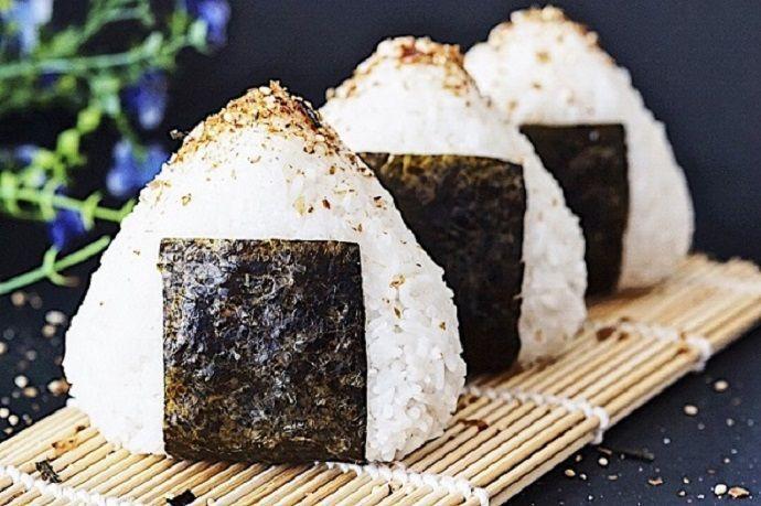Preparar onigiri